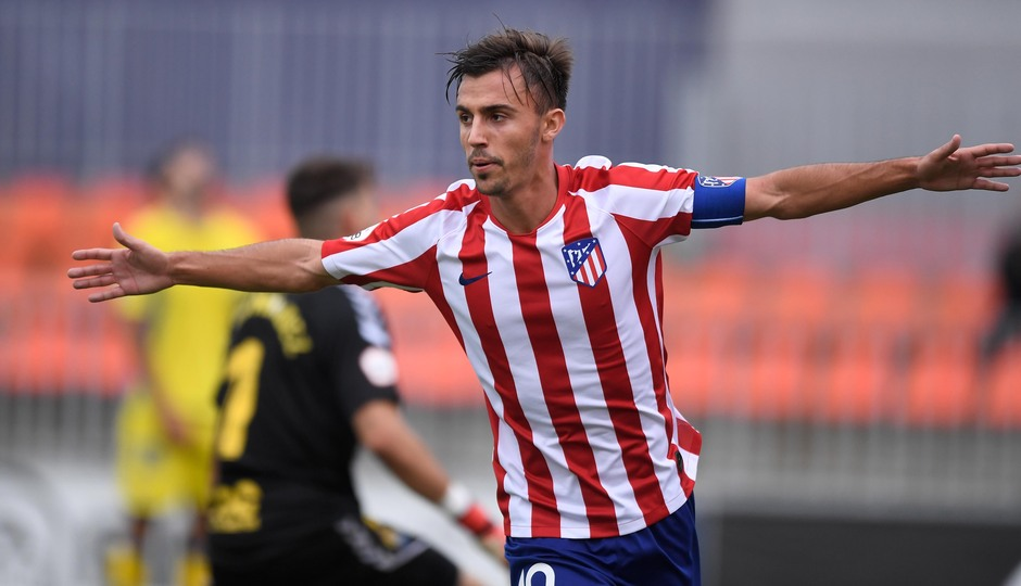 Óscar Clemente, que realizó un partido muy completo, celebra su gol, el 1-0 ante Las Palmas Atlético