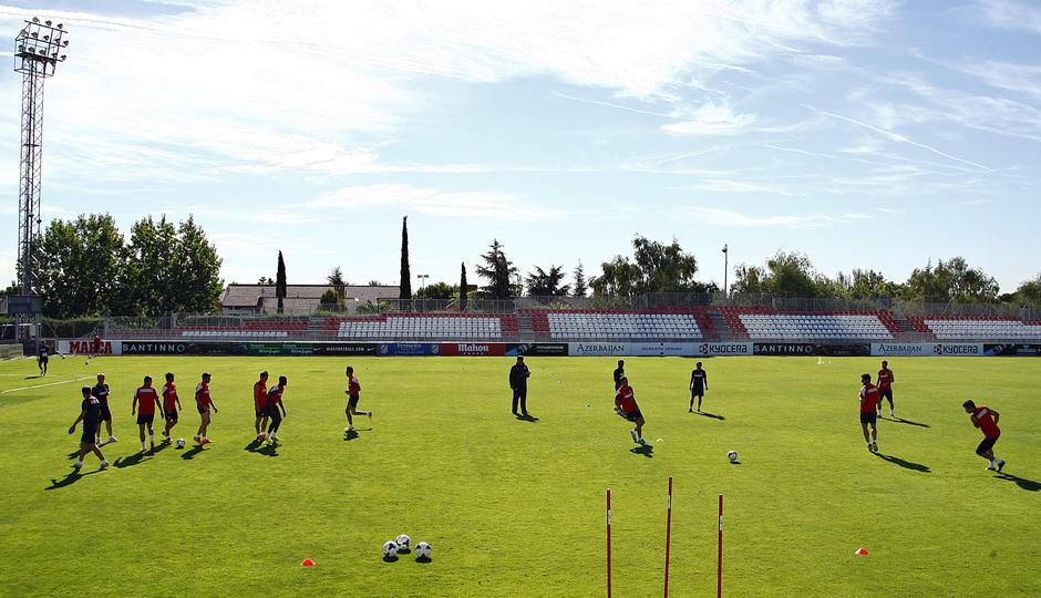 Temporada 13/14. Entrenamiento. Equipo entrenando en Majadahonda. Jugadores realizando ejercicios con balón