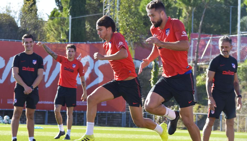 Temp. 19/20. Entrenamiento del primer equipo en la Ciudad Deportiva Wanda. Joao y Felipe