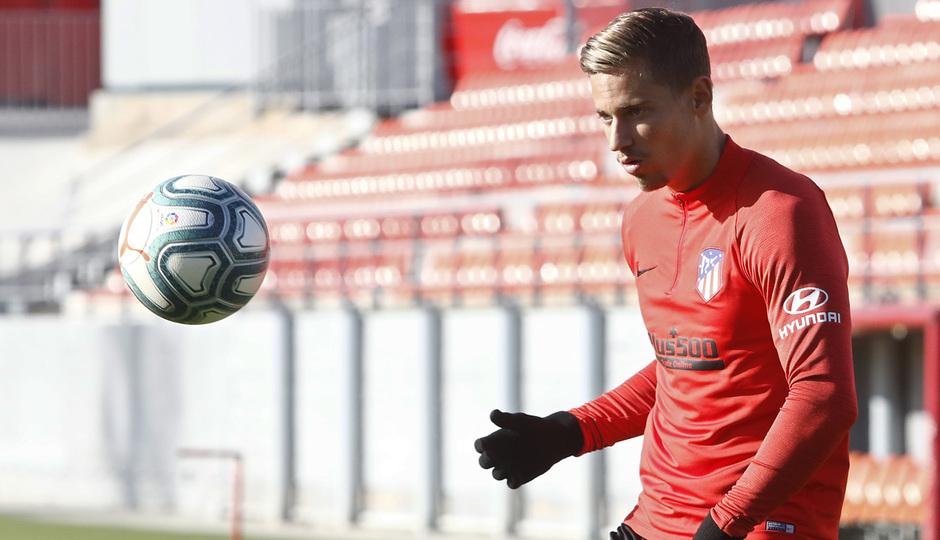 Temporada 19/20 | Entrenamiento del primer equipo en la Ciudad Deportiva Wanda | Llorente