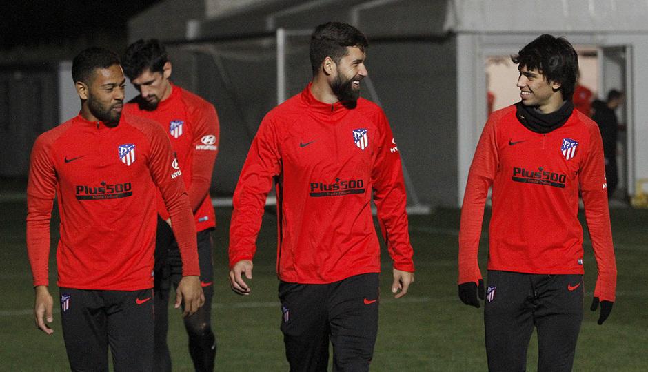 Temporada 19/20 | 06/01/2020 | Entrenamiento del primer equipo en la Ciudad Deportiva Wanda | Felipe, Lodi y Joao