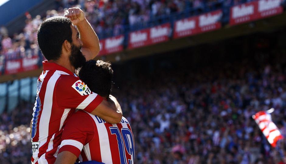 Temporada 13/14. Partido Atlético de Madrid-Celta. Vicente Calderón. Arda celebrando un gol con Costa