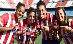 Temporada 2013-2014. El nombre de las jugadoras reflejados en los envases de Coca-Cola