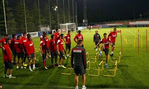 Temporada 13/14. Entrenamiento. Equipo entrenando en Majadahonda. Jugadores realizando ejercicio físico