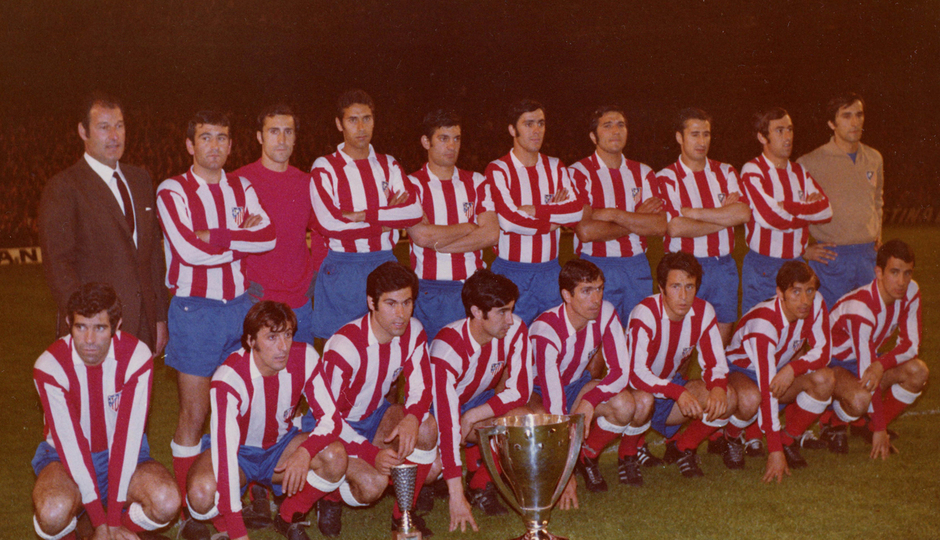 Temp. 1969-70 | Campeones de Liga  en Sabadell | Once con el trofeo