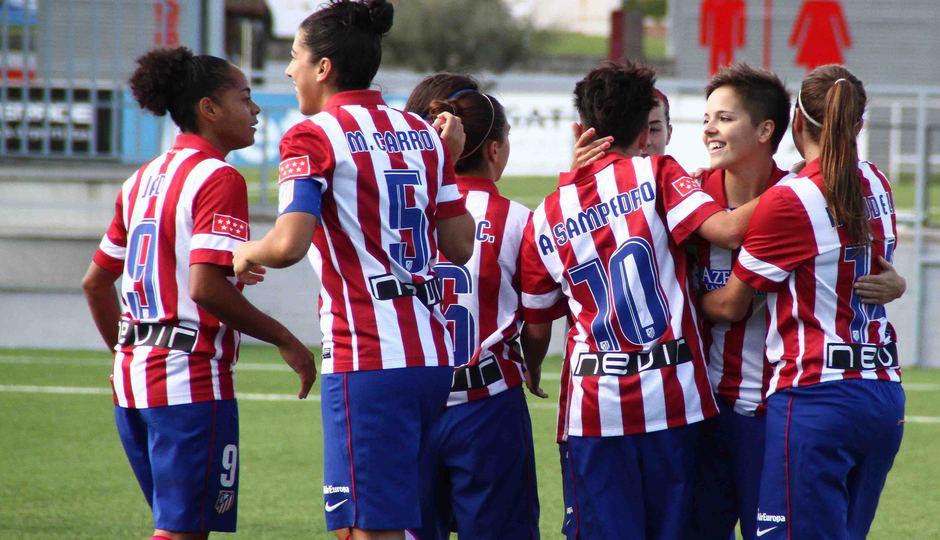 Temporada 2013-2014. Las jugadoras celebran el gol de Claudia