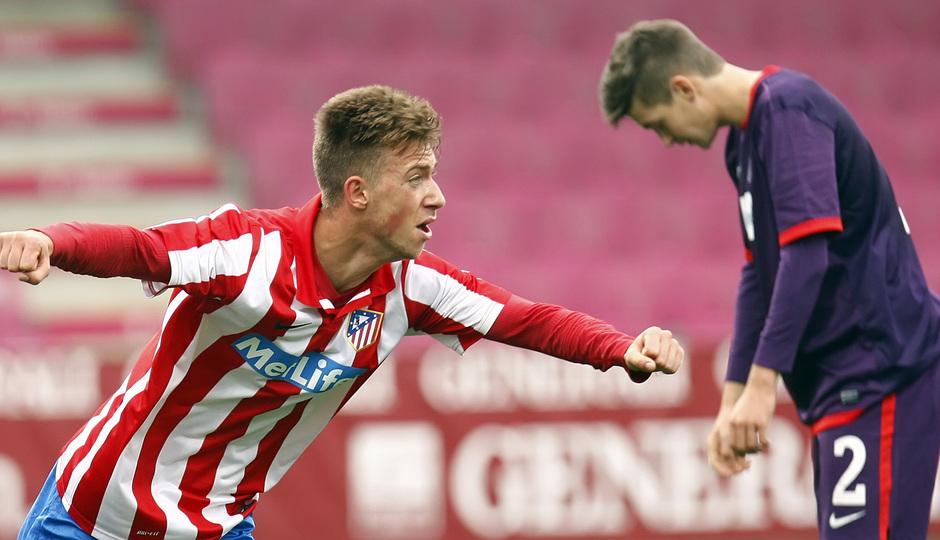Roberto Núñez levanta los brazos festejando el gol del definitivo empate a tres en el Austria Arena ante el conjunto vienés en la Youth League
