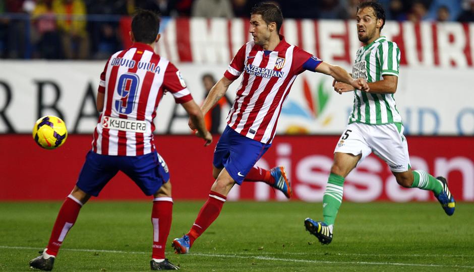 Temporada 13/14. Partido Atlético de Madrid-Betis. Gabi rematando a gol