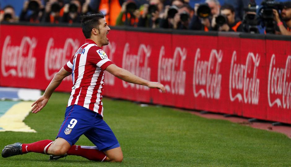 Temporada 2013/ 2014. Atlético de Madrid - Athletic. Villa celebra el gol ante la afición.