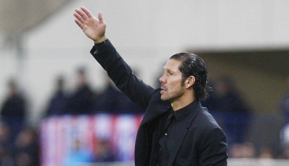 Temporada 20132-2014. Partido Atlético de Madrid- Bilbao, Simeone dando órdenes en la banda