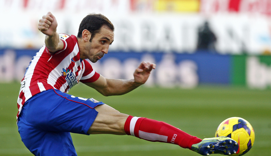 Temporada 20132-2014. Partido Atlético de Madrid- Bilbao, Juanfran rematando a gol