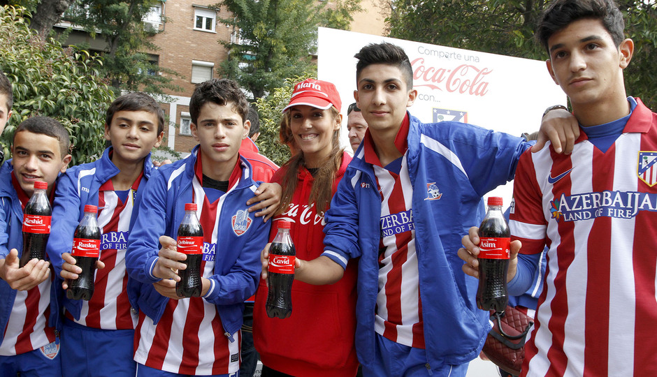 Los niños de Azerbaiján posaron en el set de Coca-Cola