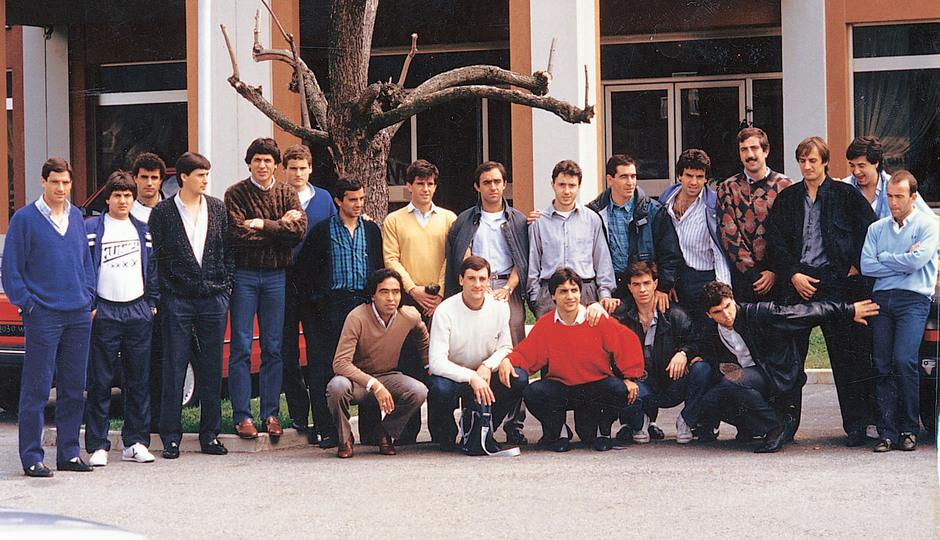 Temporada 13/14. Leyendas Rojiblancas. Kike Ramos foto de grupo en color