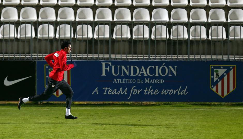 Entrenamiento. Temporada 13/14. Diego Costa realiza carrera continua.