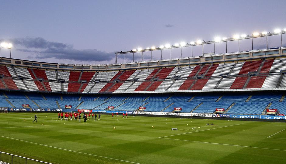 temporada 13/14 entrenamiento en el estadio Vicente Calderón. Equipo entrenando