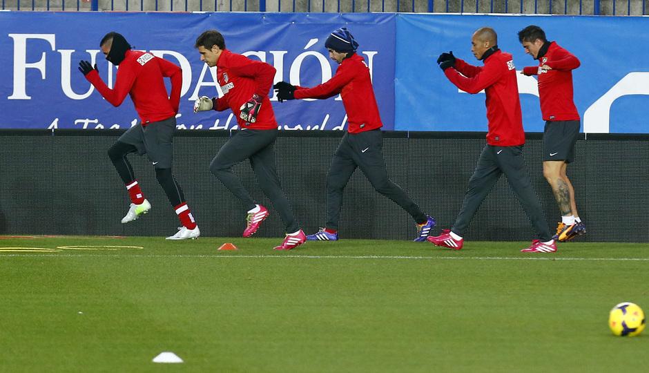temporada 13/14 entrenamiento en el estadio Vicente Calderón. Jugadores corriendo