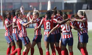Las nuestras celebran el gol de Van Dongen