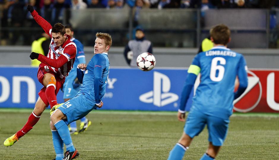 Temporada 13/14. Champions League. Zenit - Atlético de Madrid. Koke golpeando a puerta