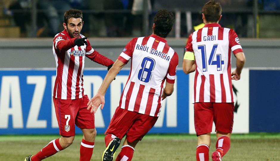Temporada 13/14. Champions League. Zenit - Atlético de Madrid. Adrián celebrando el gol con Raúl García y Gabi