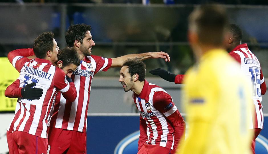 Temporada 13/14. Champions League. Zenit - Atlético de Madrid. Adrián celebrando el gol con Raúl García, Crístian Rdríguez y Juanfran