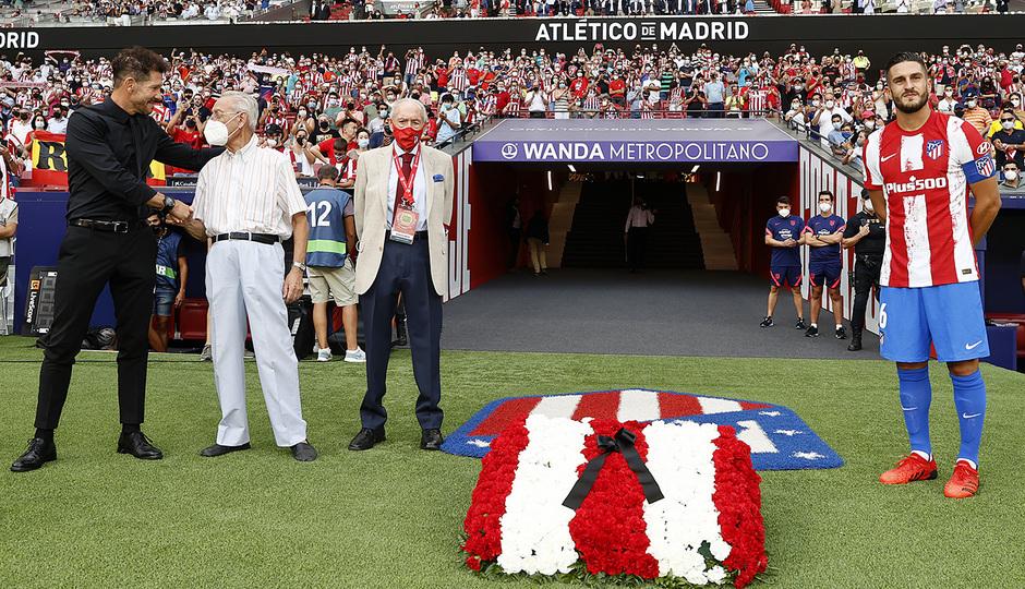 Temp 21/22 | Atlético de Madrid - Elche | Homenaje | Koke, Simeone, Carlos Peña, Pedro Palmero
