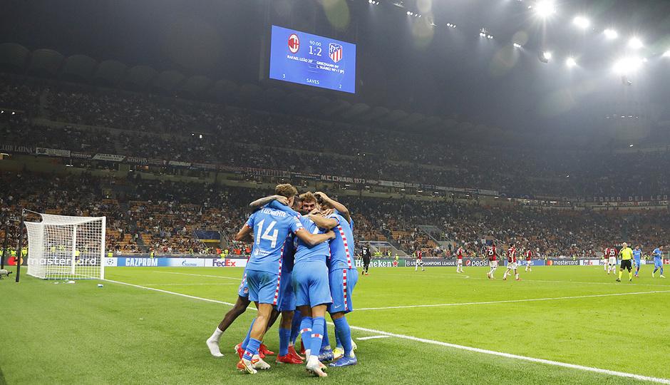 Temporada 2021/22 | Champions League | AC Milan - Atleti | Piña celebración 1
