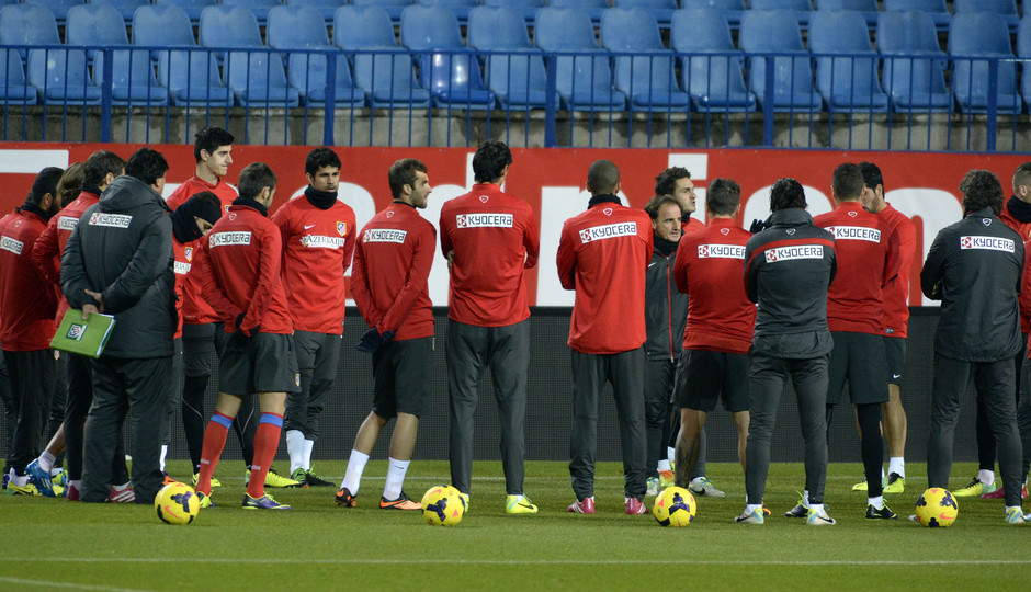 Temporada 13/14. Entrenamiento en el Vicente Calderón en la víspera del partido de Liga contra el Valencia