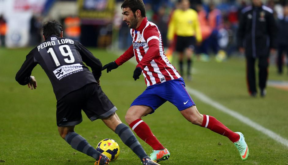 temporada 13/14. Partido Atlético de Madrid- Levante. Adrián con el balón