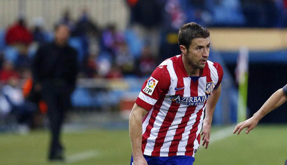 temporada 13/14. Partido Atlético de Madrid- Levante. Gabi con el balón