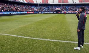 temporada 13/14. Equipo entrenando en el Calderón. Simeone dirigiendo unas palabras a la afición