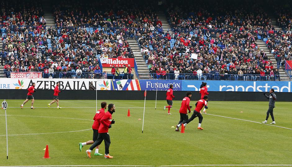 temporada 13/14. Equipo entrenando en el Calderón.  Equipo corriendo durante el entrenamiento