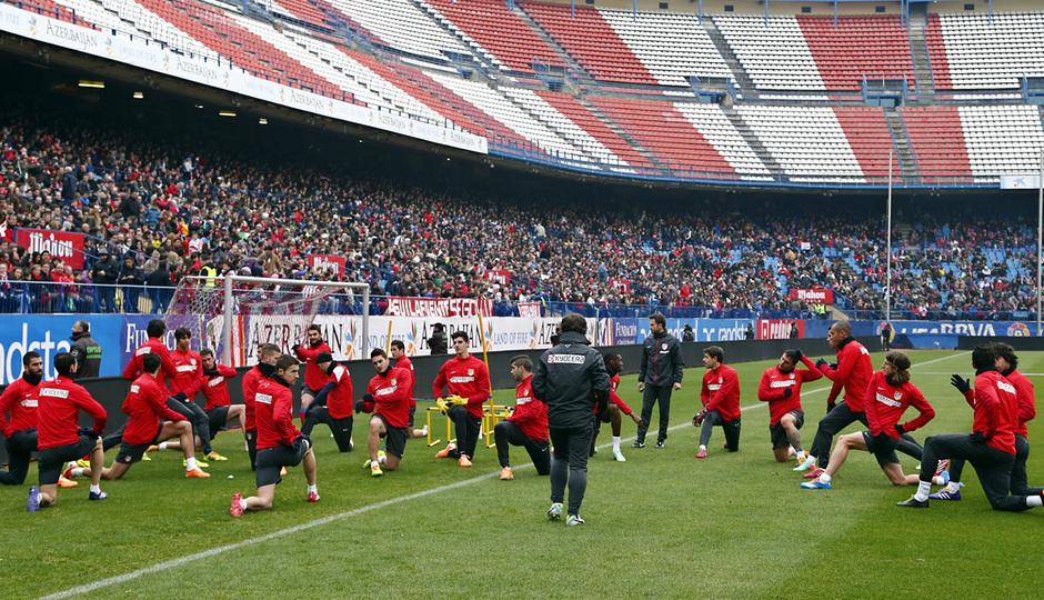 temporada 13/14. Equipo entrenando en el Calderón.  Jugadores realizando ejercicios físicos durante el entrenamiento