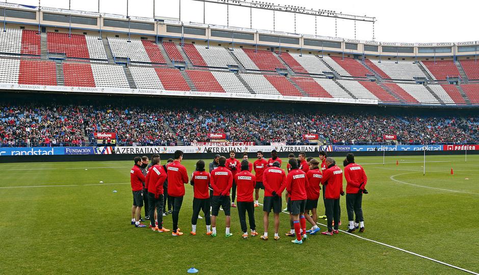 temporada 13/14. Equipo entrenando en el Calderón.  Jugadores realizando rondo durante el entrenamiento