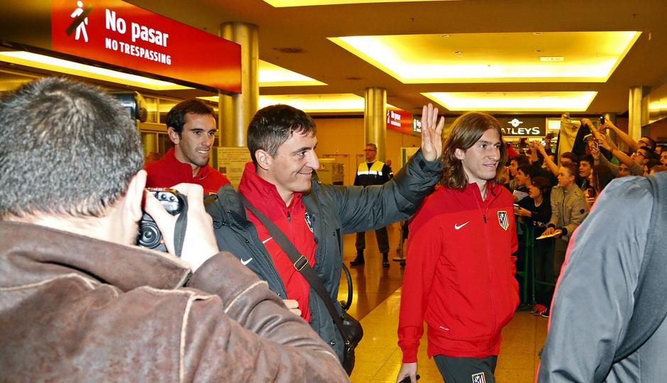 Cristian Rodríguez saluda a la afición a su llegada a Málaga