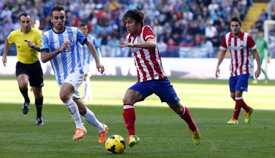 Temporada 13/14 Liga BBVA Málaga - Atlético de Madrid. Óliver conduce el balón.