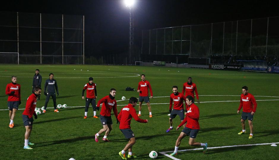 temporada 13/14. Entrenamiento en la Ciudad deportiva de Majadahonda. Rondo durante el entrenamiento