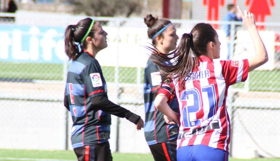 Temporada 2013-2014. Esther señala el cielo tras marcar el 2-0
