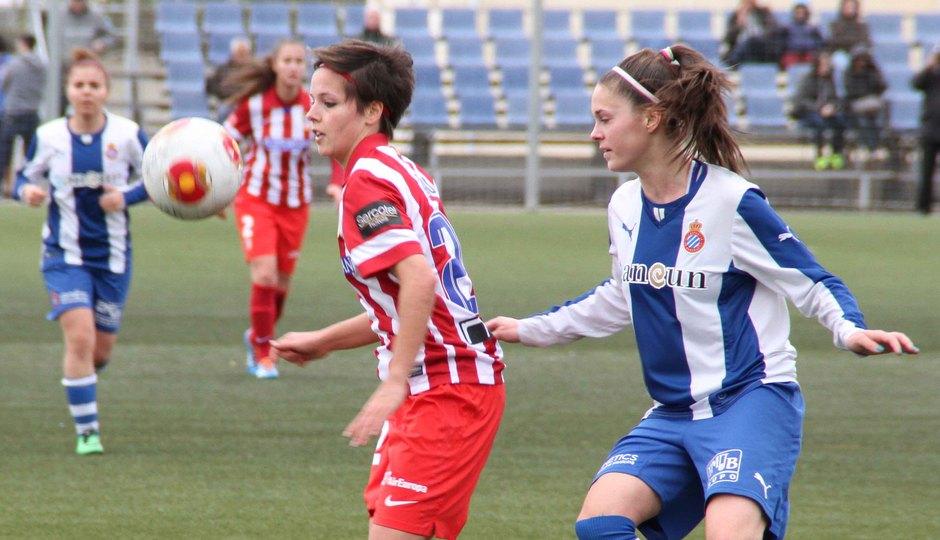 Temporada 2013-2014. Claudia en un balón dividido