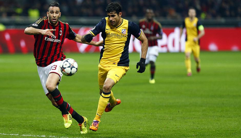 TEMPORADA 2013/14. Champions League. Milan-Atlético. Diego Costa pelea con Rami por el balón