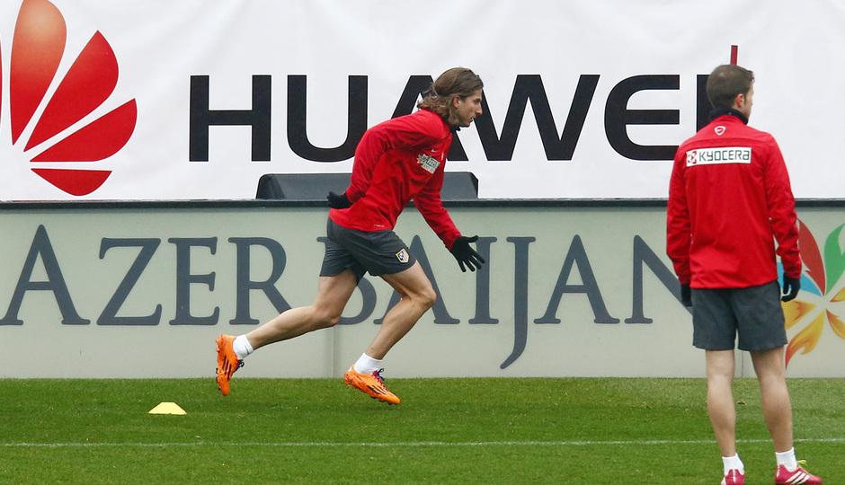 temporada 13/14. Equipo entrenando en el Calderón. Filipe corriendo