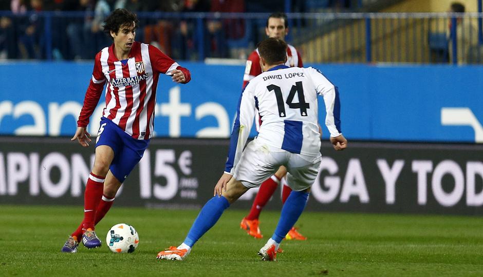 temporada 13/14. Partido Atlético de Madrid-Espanyol. Tiago con el balón