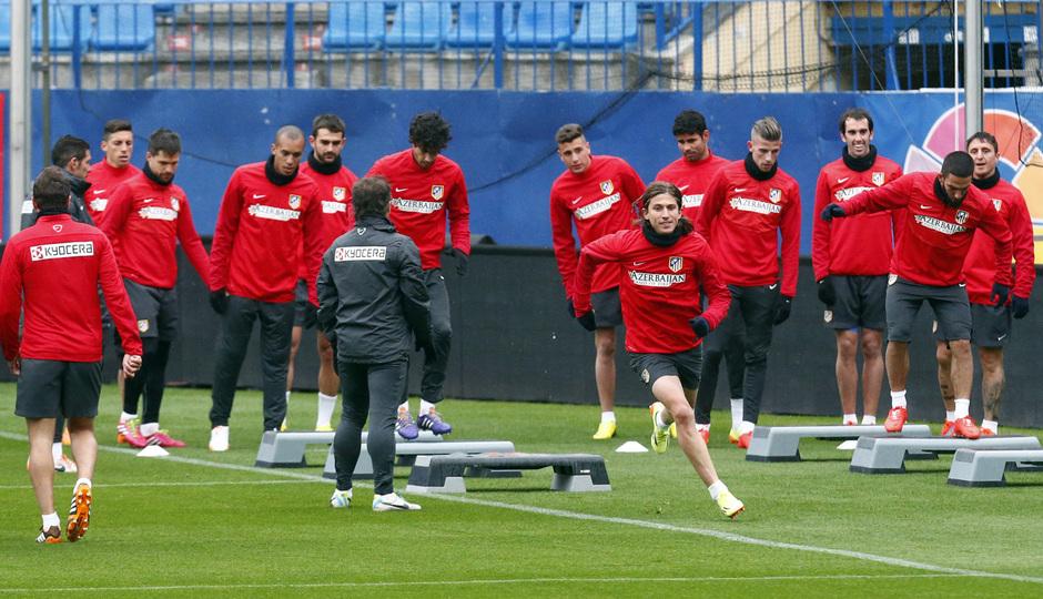 temporada 13/14. Equipo entrenando en el Calderón. Jugadores realizando ejercicios físicos