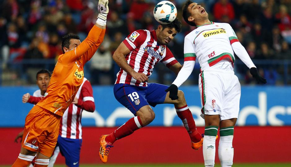 temporada 13/14. Partido Atlético de Madrid-Sevilla. Costa rematando de cabeza