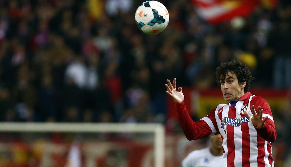 temporada 13/14. Partido Atlético de Madrid-Sevilla. Tiago rematando de cabeza