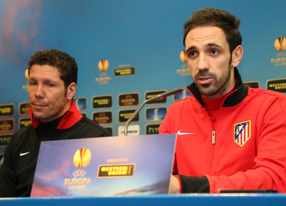 UEFA Europa League 2012-13. Rueda de prensa de Juanfran y Simeone previa al Atlético - Rubin Kazan en el Vicente Calderón