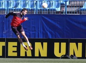 UEFA Europa League 2012-13. Adrián cabecea en el entrenamiento previo al duelo ante el Rubin Kazan