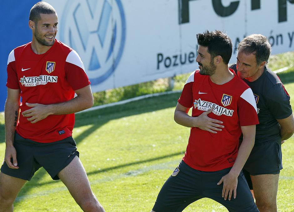 temporada 13/14. Entrenamiento en la Ciudad deportiva de Majadahonda. Villa y Mario bromeando durante el entrenamiento