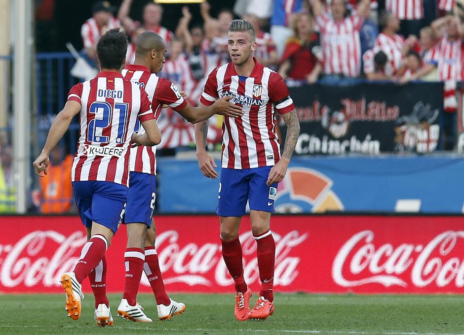 temporada 13/14. Partido Atlético de Madrid_Málaga. Alderweireld celebrando el gol