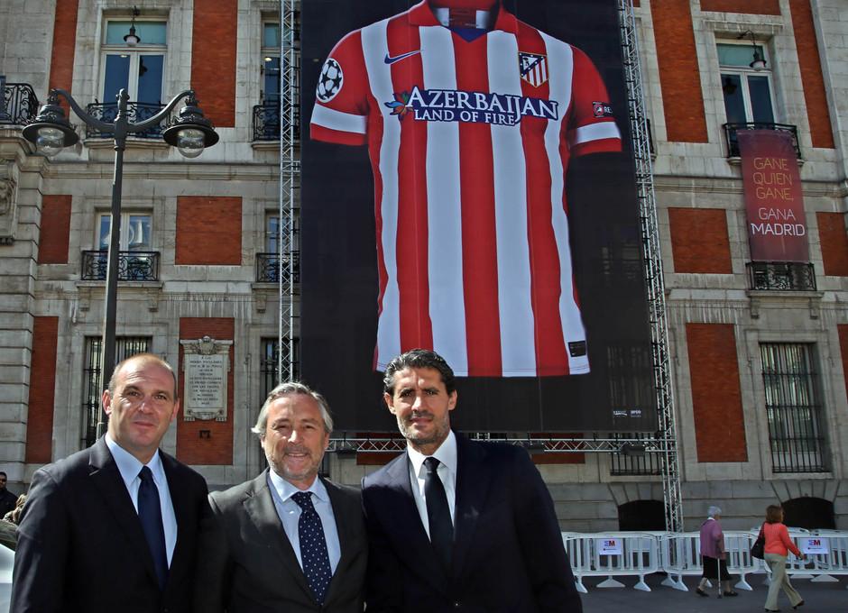 Javier López del Hierro, presidente de Mahou San Miguel, junto al vicepresidente rojiblanco, Antonio Alonso, y el director deportivo, José Luis Pérez Caminero