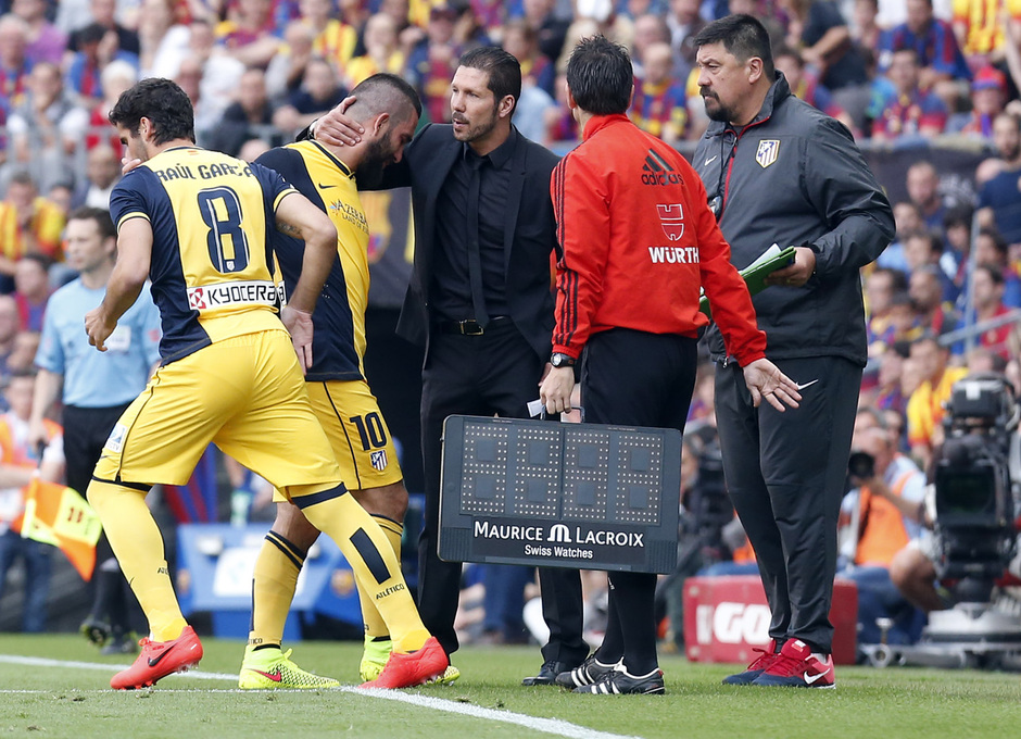 Temporada 2013-2014. Arda Turan se retira lesionado. Foto: A. G.